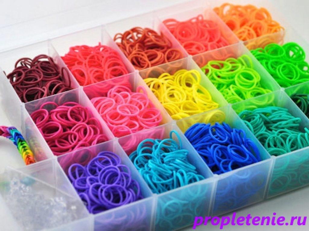 Набор разноцветных резинок для плетения.